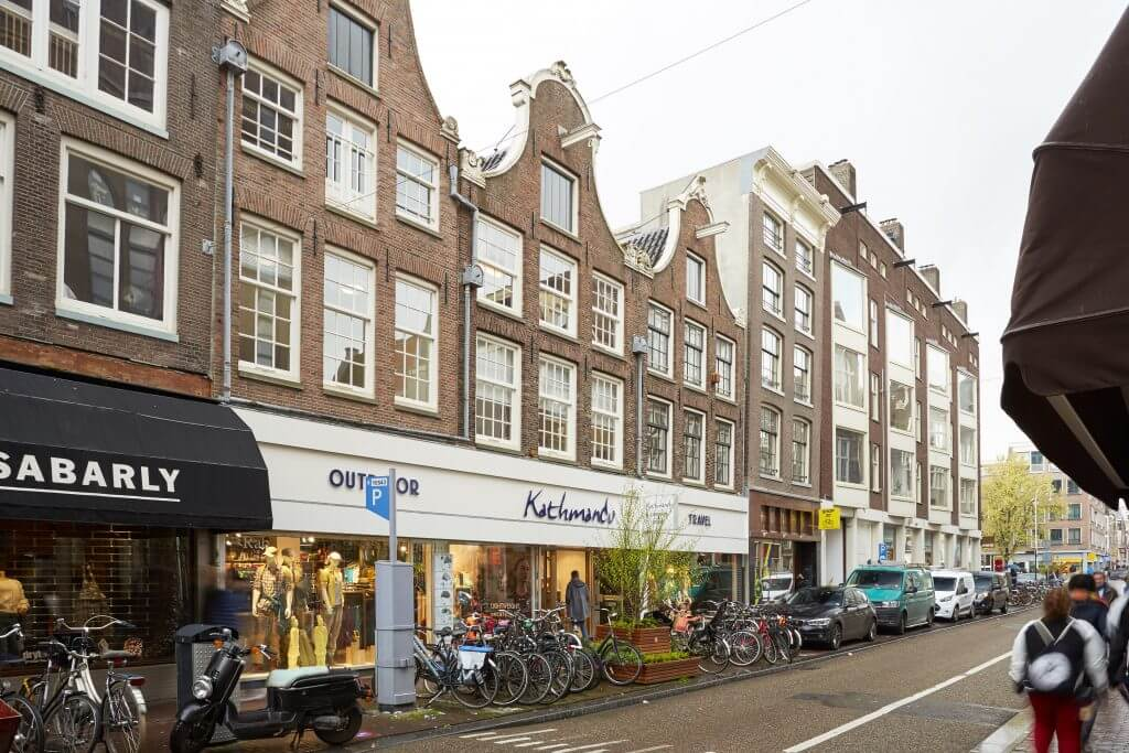 Dit is ons kantoor op de Haarlemmerstraat! Je bent meer dan welkom om een keer langs te komen voor een kopje koffie of thee.