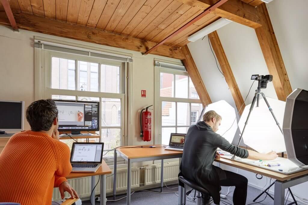 Dit is de Bord&Stift studio waar de filmpjes worden opgenomen