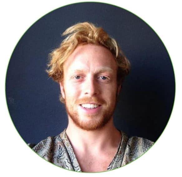 man met rood haar en baard in donkerblauw rondje